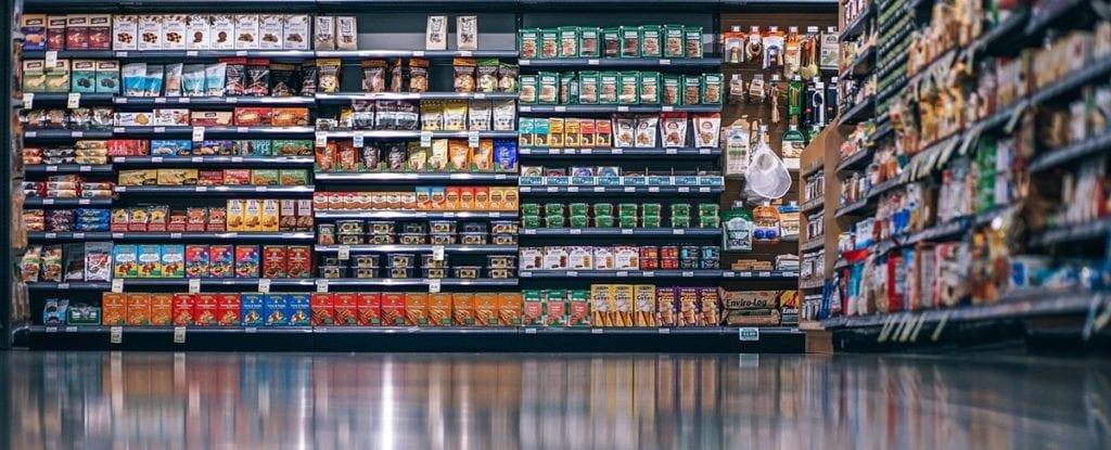 Emballage dans un rayon de supermarché
