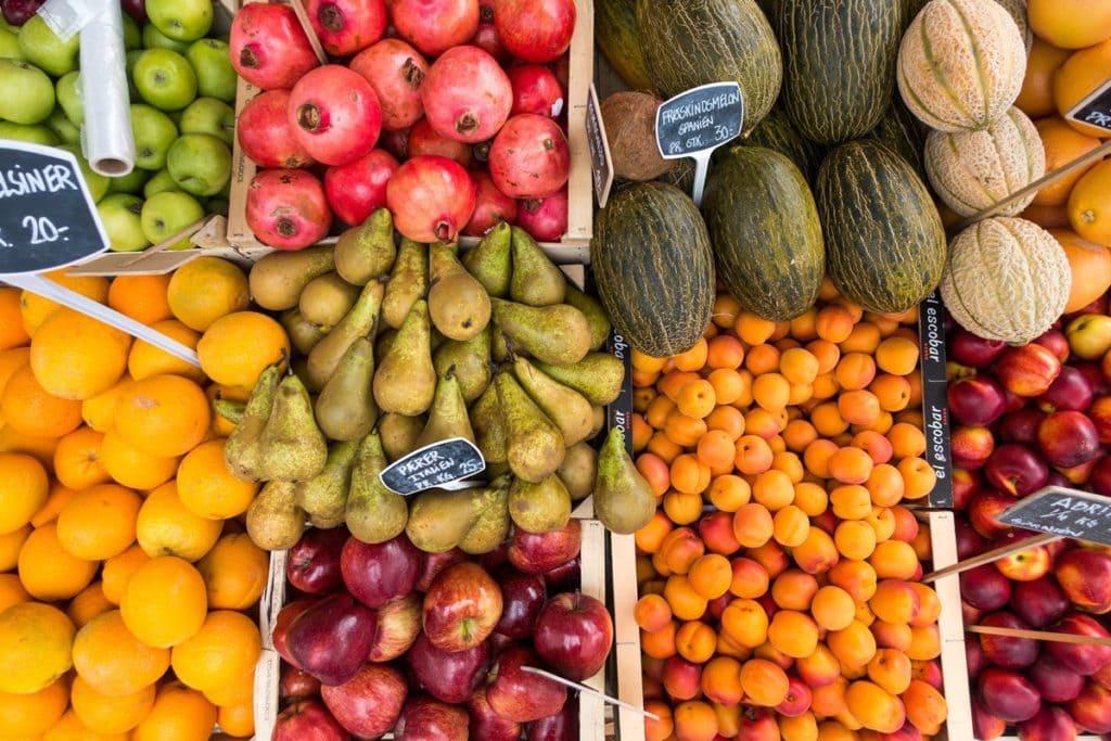 Fruits et légumes étal de marché