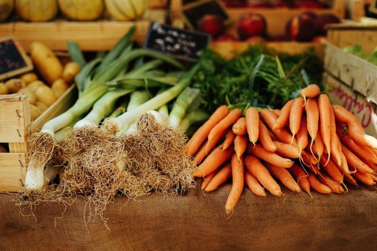 Poireaux et carottes marché