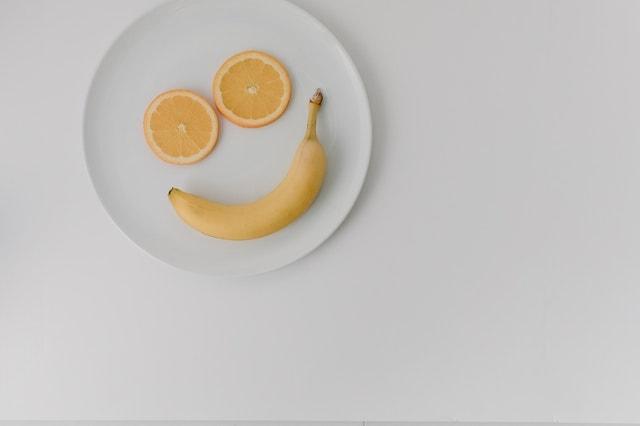 visage sourire citrons et banane