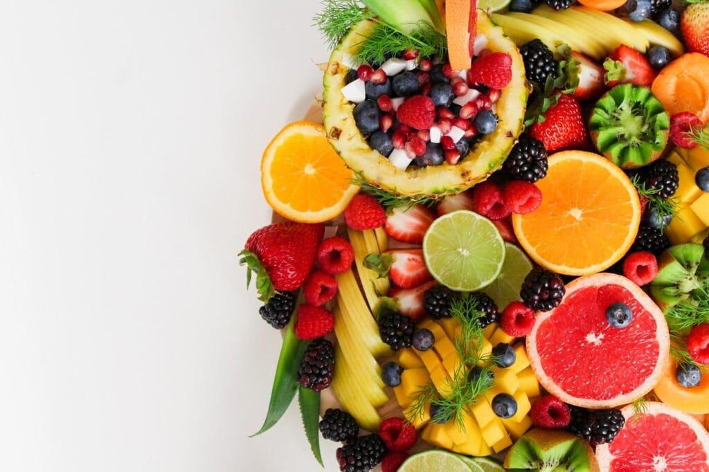 fruits rouges, mangue, orange, pamplemousse