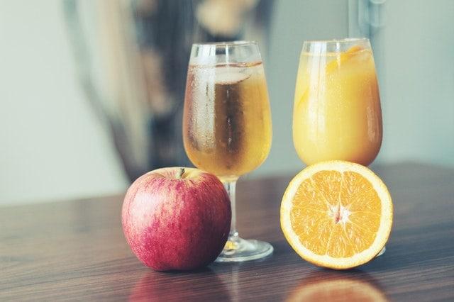 jus de pomme et jus d'orange - Jéshoots - Pexels