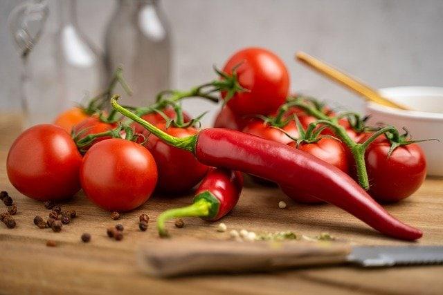 tomates et piments rouges