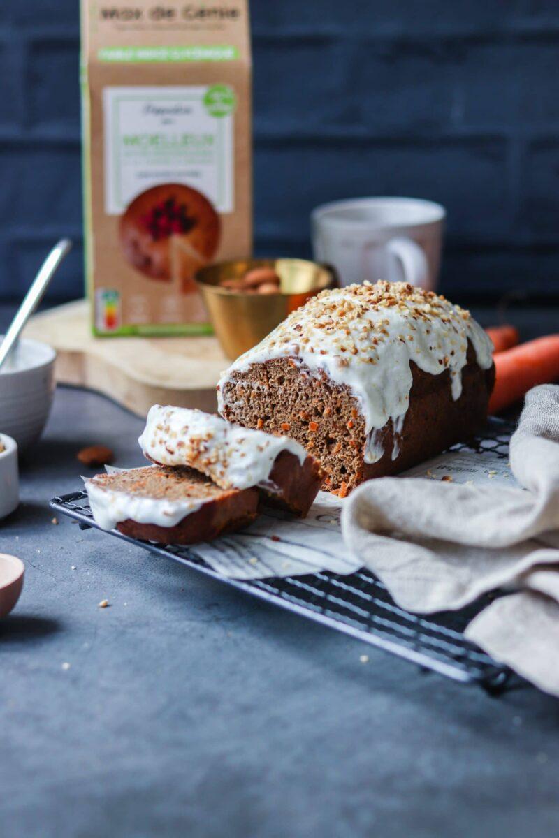 carrot cake moelleux amande et glaçage découpé