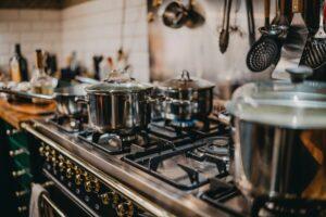 cuisine four casseroles en métal