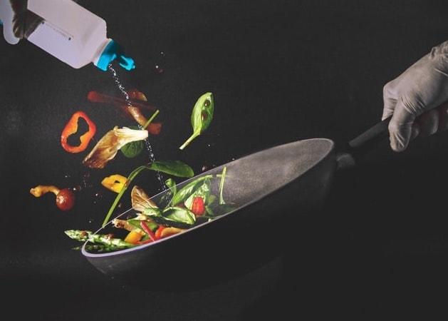 légumes dans wok
