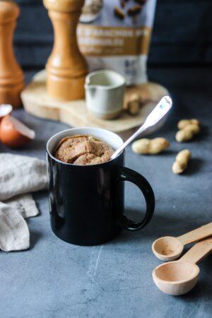 Mug cake sale farine de cacahuète