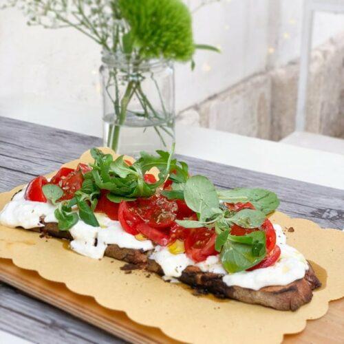 toast tomates mozzarella basilic